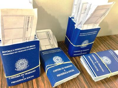 O atendimento para emissão da CTPS é de segunda a quinta-feira das 07h00 às 11h00, por ordem de chegada. Foto: Jabuty