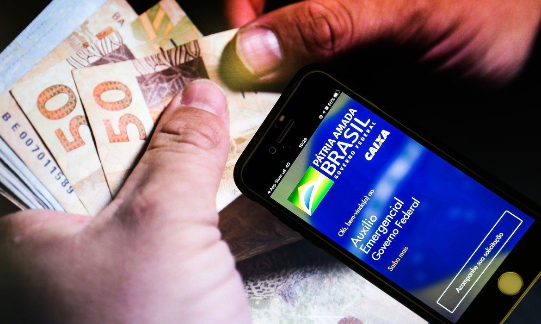 Resultado de imagem para Governo federal estuda auxílio emergencial de R$ 250 por 4 meses