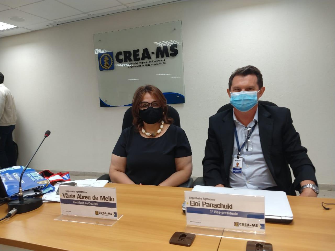 1º Vice presidente ao lado da presidente do Crea-MS